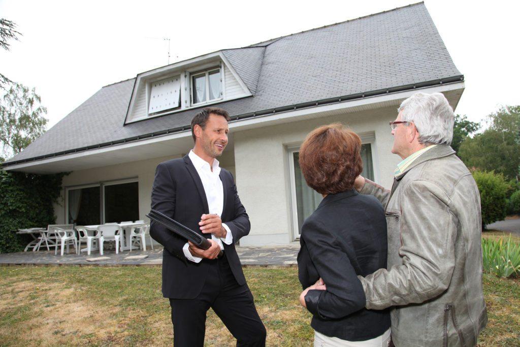 bigstock-Real-estate-agent-with-senior-20892140-1024x683.jpg